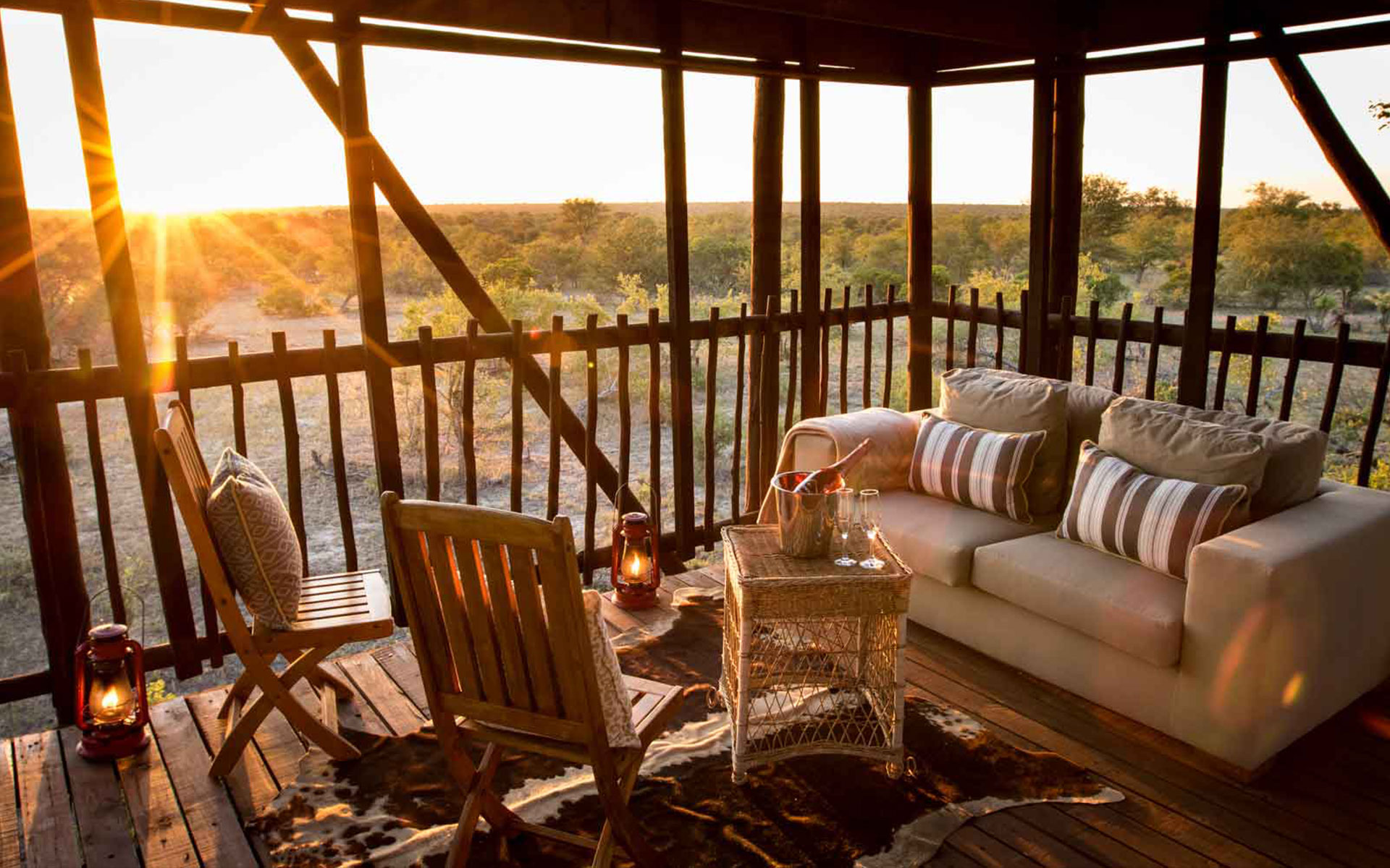 Savanna Safaris Sunrise in Camp
